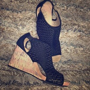 Cute Black Wedges 👠👠